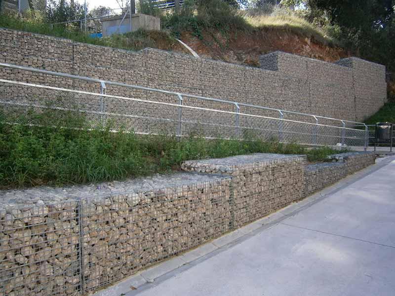 Gaviones, proyecto con gaviones, muros y jaulas compactadas, Rampas para colegio
